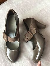 CLARKS BUCKLED SHOES HEELS MUSHROOM / MID BROWN PATENT & SUEDE LEATHER SIZE 6