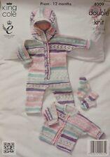 Knitting pattern Baby Cardigan, calzini e tutina con cappuccio dk KING COLE 4009