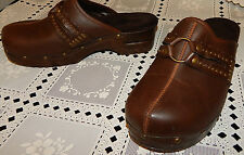 BROWN CLOGS SHOES SIZE 8M~SLIGHT WEAR JUST ON THE EDGE OF THE HEELS