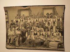 Gruppe Männer & Frauen in Tracht - menschengroße Puppe / Foto
