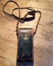 VINTAGE EARLY 20th c HARD LEATHER CAMERA CASE BAG  GREAT 'MAN' OR MESSENGER  BAG