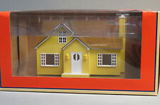LIONEL PLUG-n-PLAY LIGHTED BUNGALOW HOUSE scenery building o gauge 6-82008 NEW