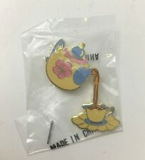 DISNEY WDCC CONVENTION ALICE IN WONDERLAND POURING TEAPOT PIN BRAND NEW RARE HTF