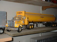 Built 1/25 AMT White Road Boss with tanker trailer for Pennzoil