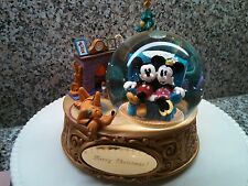 DISNEY CHRISTMAS MICKEY AND MINNIE PERSONALIZED SNOWGLOBE