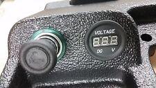 MITTELKONSOLE LADA 4x4 NIVA / TAIGA MIT USB,U-POL BESCHICHTETT , ACHENBECHER