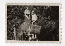 PHOTO ANCIENNE N&B Pêche Amateur Cage Piège Filet Vers 1930 Femmes Échelle
