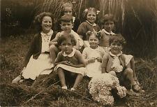 PHOTO ANCIENNE - VINTAGE SNAPSHOT -GROUPE ENFANT MODE FLEURS COIFFURE DRÔLE 1942