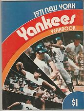 1971 NY YANKEES OFFICIAL YEARBOOK EX+ CONDITION POSTER NEAR MINT NOT INTACT