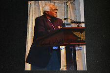 DESMOND TUTU signed Autogramm 20x25 cm In Person  FRIEDENSNOBELPREIS 1984