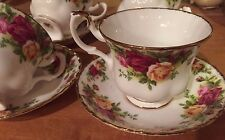 2 Royal Albert OLD COUNTRY ROSES TEA CUPS AND SAUCERS 1962 ENGLAND