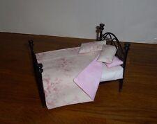 Dolls House 12th Tilda tessuto Gettare & 3 Cuscini set di biancheria da letto doppio