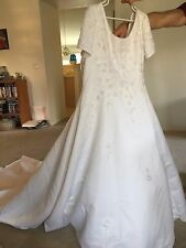 David's Bridal Michaelangelo plus size wedding dress size 26 & veil