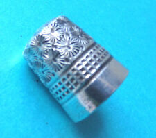 ANTIQUE DORCAS-CHARLES HORNER SILVER CASED DAISY & WAFFLE DESIGN SEWING THIMBLE
