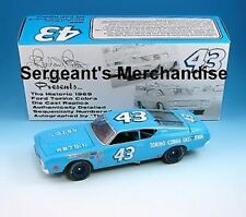 #43 RICHARD PETTY AUTOGRAPHED SIGNED 1969 427 TORINO 1:24 DIE CAST NASCAR