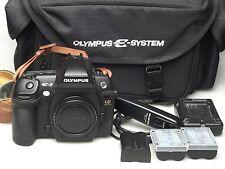 Olympus EVOLT E-3 + RM-CB-1 + E-System + 2x BLM-1