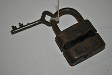 Ancien cadenas avec une clef. SYSTEME DULV N°45L Padlock Vorhängeschlösser