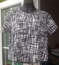 NEW LOOK CAMEO ROSE BLACK & WHITE PATTERNED SHORT SLEEVE STRETCHY TOP - SIZE 10