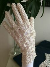 VINTAGE 40s WHITE LACE GLOVES HOMESTYLE CHROCHETTE ORNATE SCALLOP CUFF CHIC UK 7
