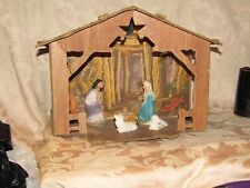NICE SMALL VINTAGE MANGER HOUSE WITH MARY, JOSEPH AND 2 SHEEP - AI - VERY NICE
