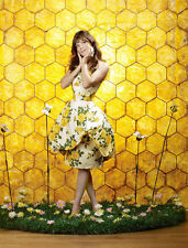 Anna Friel UNSIGNED photo - P1832 - Pushing Daisies