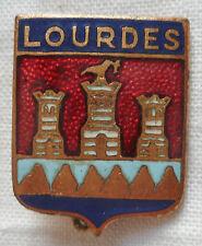 Insigne Blason ancien ville de LOURDES  émail 25 mm authentique France badge