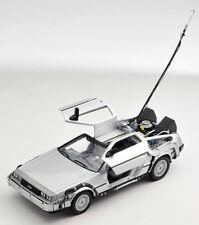 BLITZ VERSAND DeLorean Zurück in die Zukunft 1 Back to the Future I NEU 1:24 Wel