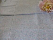 tissu vintage bleu  ,petites fleurs 2m,75x1,15 petits vétements poupée??neuf!!
