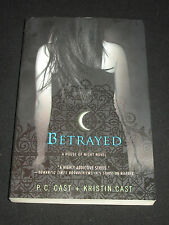 msm* P. C. CAST + KRISTIN CAST ~ BETRAYED : A HOUSE OF NIGHT NOVEL  tp