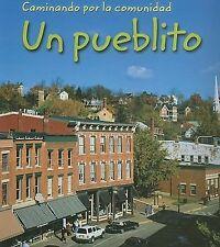 Caminando Por la Comunidad Ser.: Un Pueblito by Peggy Pancella (2006, Paperback)