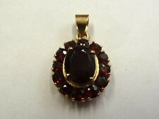 18ct Yellow Gold Garnet Cluster Pendant  3.5 grams