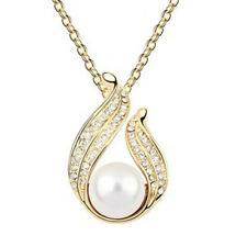GORGEOUS 18K GOLD PLATED  AND GENUINE AUSTRIAN CRYSTAL AND PEARL NECKLACE