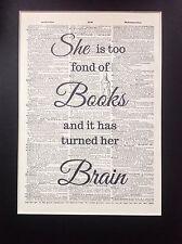 Ella es demasiado aficionados a libros.. cerebro Idea de Regalo A4 Talla Antiguo Arte Diccionario página