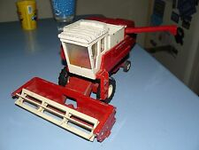 1/18 INTERNATIONAL HARVESTER COMBINE IN EXCELLENT ORIGINAL CONDITION