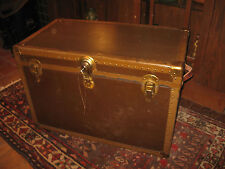 ANTIQUE FLAT TOP STEAMER TRUNK ORIG INTERIOR CHEST w LOCK KEY TRAY COFFEE TABLE