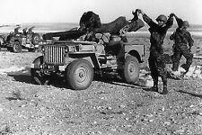 Militaria - Algérie - Jeep aérolarguée armée d'un canon de 105 sans recul