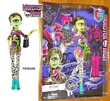 Monster High Iris Clops I LOVE FASHION Doll & 3 Outfits Exclusive PlaySet Cyclop