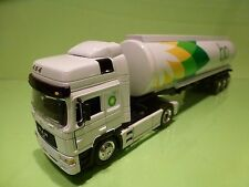 NEW RAY MAN F2000 464 TRUCK + TANKER - BP - WHITE 1:43 - GOOD CONDITION