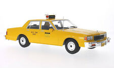 TAXI CHEVROLET CAPRICE CLASSIC SEDAN NYC NEW YORK CITY  1/18 MCG