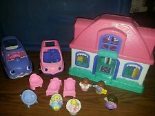 FISHER PRICE LITTLE PEOPLE HOUSE AND CAR FAMILY LOT BABY SISTER MOM DAD TALKS