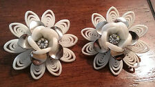 VINTAGE SOFT WHITE PLASTIC FLOWER PETALS RHINESTONE SILVER-TONE CLIP ON EARRINGS