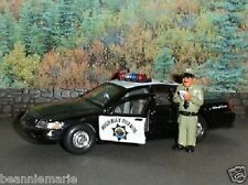 Welly 1999 Ford Crown Victoria CHP Police Cruizer 1:34  w/ Homies Officer Chepe