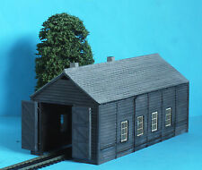 BOXED WEATHERED BACHMANN SCENECRAFT 44-096 WOODEN ENGINE SHED OPEN & SHUT DOORS