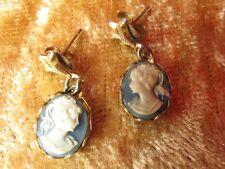 Aspecto Vintage Wedgewood Azul Crema Lady camafeo oro Flor de Lys perforado pendientes