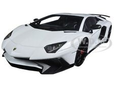 LAMBORGHINI AVENTADOR SV WHITE 1/18 DIECAST MODEL CAR BY KYOSHO C 09521 W