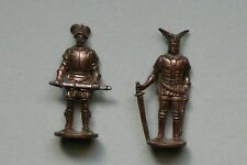 Lot 2 figurines Soldats 14/16e + Krieger chevalier/Mousquetaire Kinder métal TBE