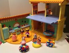 2003 Dora The Explorer Pop Up Talking Doll House with 9 Figures