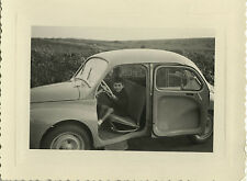 PHOTO ANCIENNE - VINTAGE SNAPSHOT - VOITURE AUTOMOBILE RENAULT 4CV ENFANT - CAR