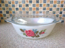 JAJ PYREX WHITE WITH RED ROSE DESIGN CASSEROLE DISH + PYREX LID FOR 3/4 PEOPLE