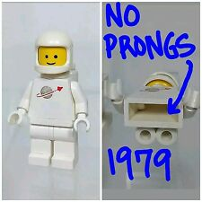 LEGO Minifigure Classic Space White Space Man Rare NO PRONGS Torso Vintage 1979